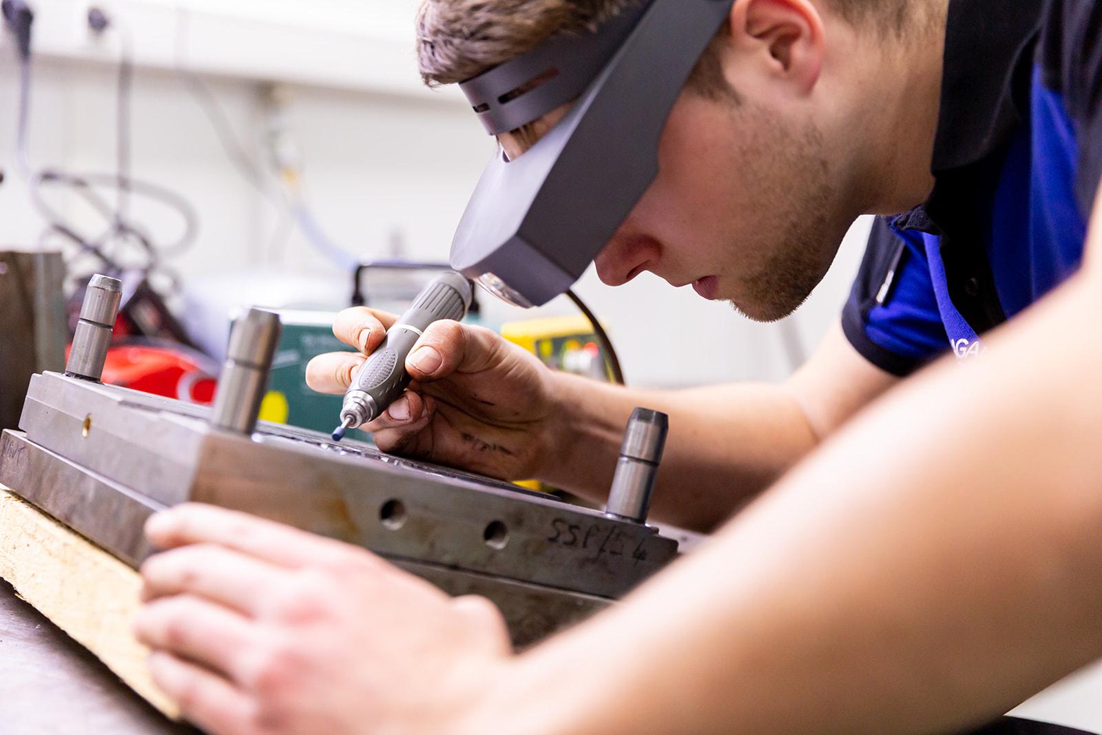 maintenance moules a injection plastique